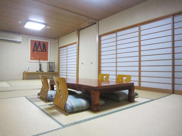 【本館和室16畳】 広々とした和室で、のんびりゴロゴロ♪