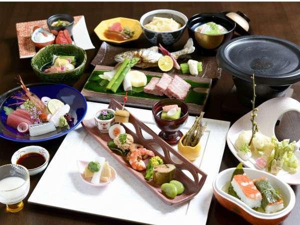 夕食地元食材使用懐石料理を1品づつご提供致します。
