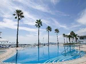 【ガーデンプール】【夏季限定】ヨットハーバーを眺めるホテルのガーデンプール