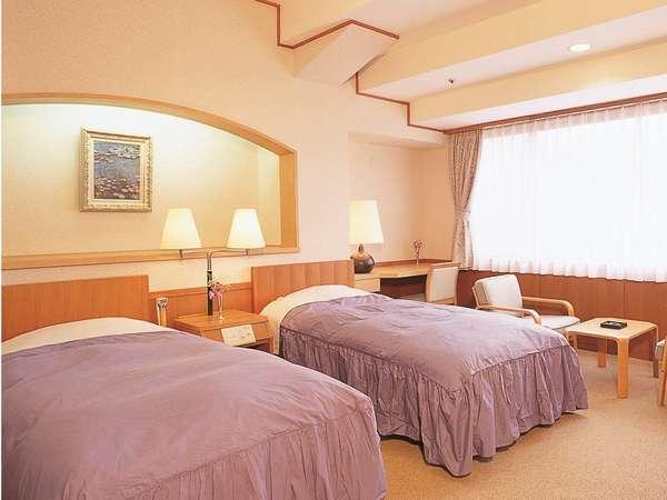 120cm幅のワイドベッドを設置しているので、カップルやご夫婦、あらゆる場面でお使いいただけます。