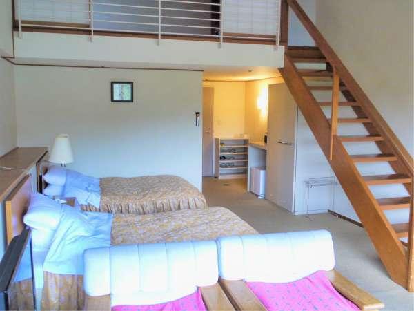 落ち着きのあるベットルームと和室の空間ロフト付きのお部屋です。