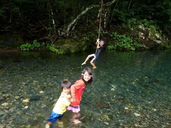 美しく清らかな渓流で川遊び♪