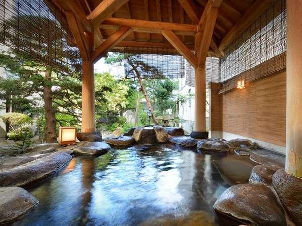 春から秋は御庭、冬は雪見が楽しめる露天風呂