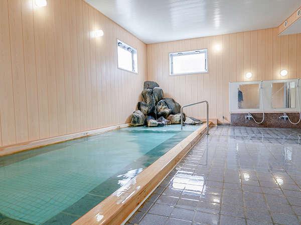 2018年にリフォームした 檜の香り溢れる「古代檜風呂」。木のやわらかさとぬくもりがあふれます。