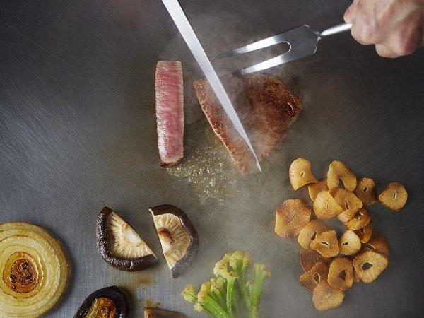 鉄板焼「すみだ」 ホテル最上階で目の前で調理される魚介や肉に舌鼓