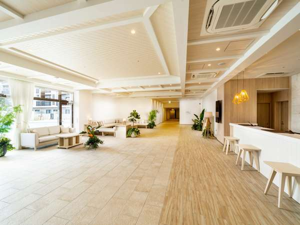 ・ホテル1階ロビー