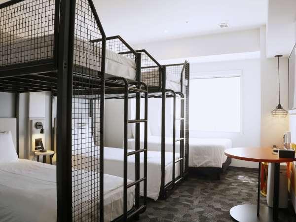 スーペリア5ベッドルーム。ご家族やご友人同士で最大5名様までご利用できるお部屋です。