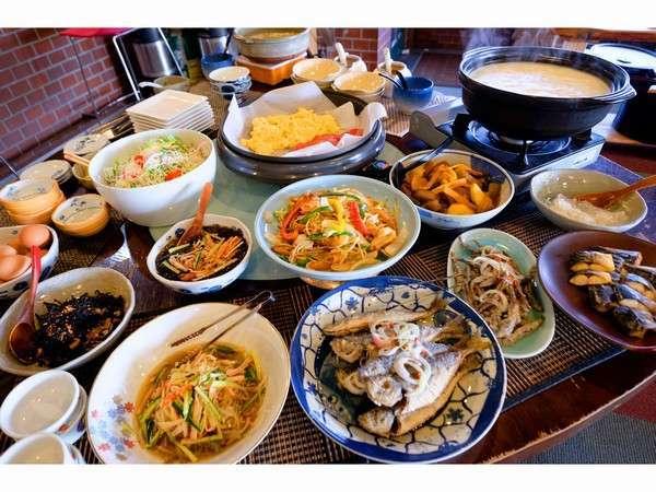 朝食例・嬉野名物・温泉湯豆腐付き ご飯のおかわり自由