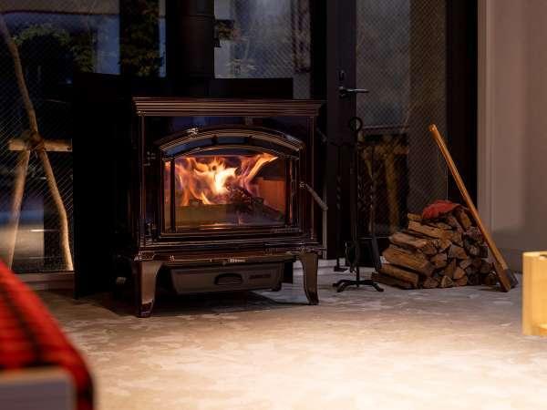 ロビーにある暖炉の灯が皆様をやさしくお迎えいたします。