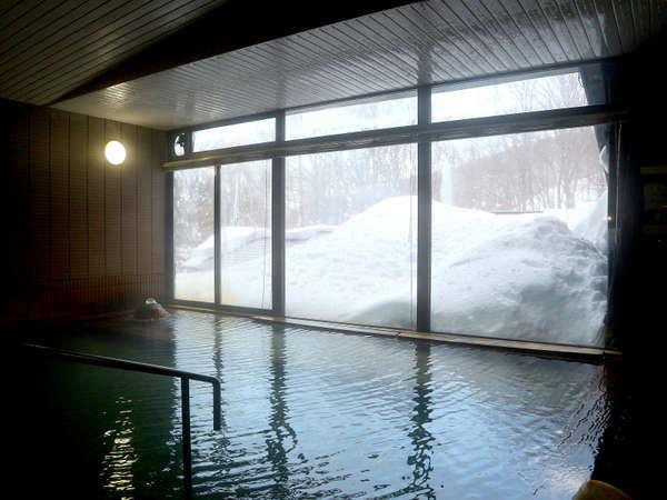 *【大浴場/子宝の湯】冬は雪見温泉を御愉しみ頂けます。