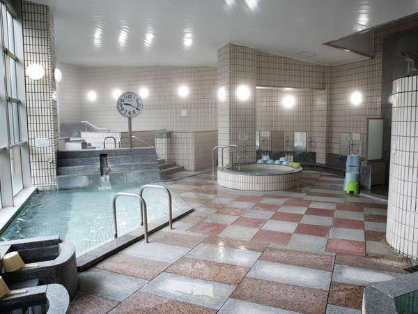 9種類の浴槽とサウナ完備