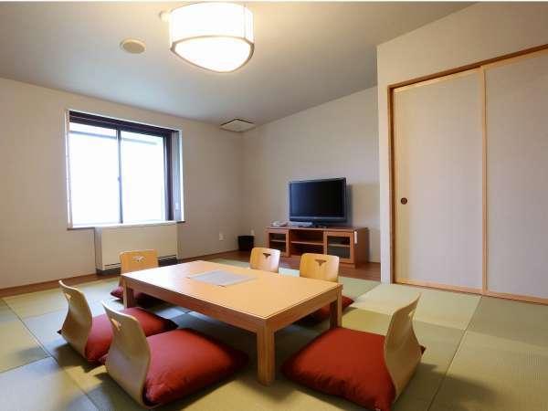 【和モダンスイート】和室のリビングは、座卓でゆったりお過ごしいただける空間をご用意