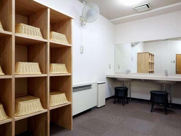 【脱衣室】リフォームしたての脱衣室は清潔感いっぱいです。