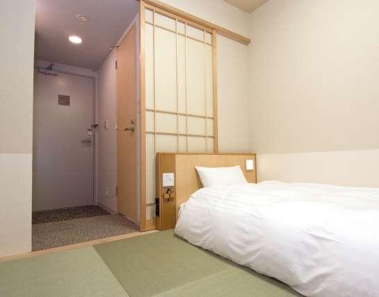 ■和風シングルルーム・15平米・ベッドサイズ1100cm×1950cm×1台+敷き布団(TV26インチ/禁煙)
