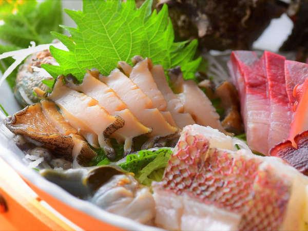 地元漁港より直接仕入れる新鮮なお魚です。天然の地魚だけが持つ本当の美味しさを思う存分ご堪能下さい。