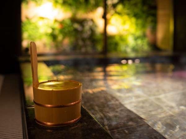 出張や旅行の疲れを癒す天然温泉!足を広げてご入浴頂けます。