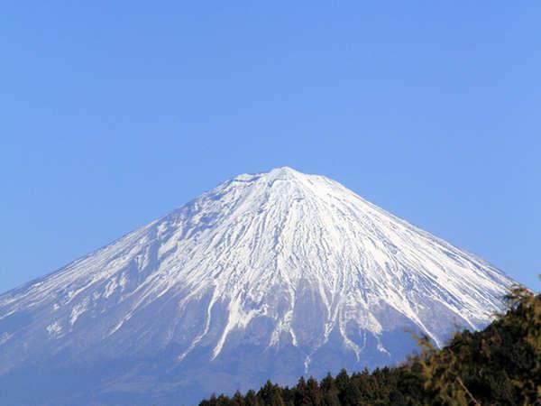 *雄大な富士山が眼前に迫ります。