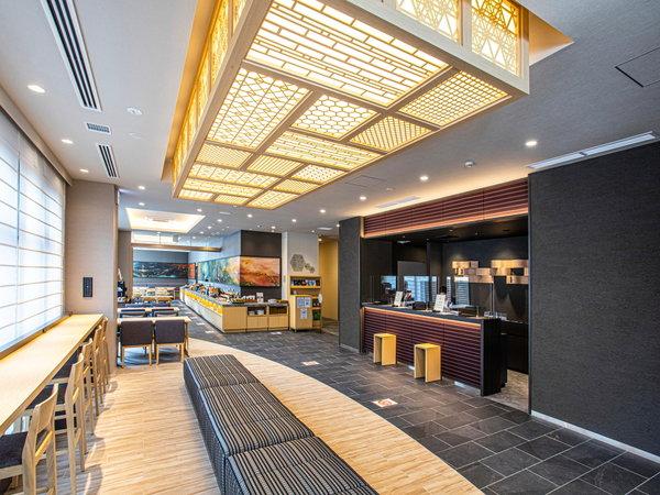 【ロビー】博多の伝統工芸による、和のテイストをもった、広々と開放感のあるロビーです。