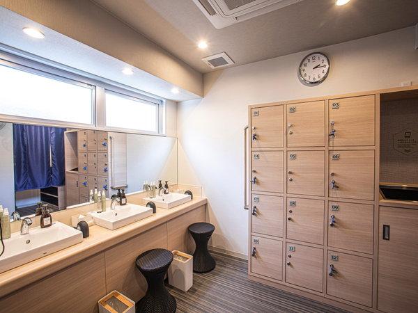 【脱衣場】大浴場の脱衣場になります。タオル類はお部屋よりお持ちください。