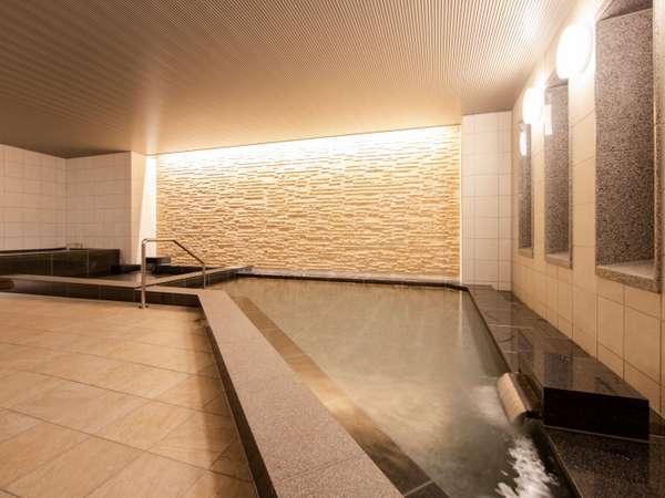 大浴場(男湯)湯舟につかり1日の疲れをお取りください。