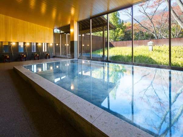 【大浴場イメージ】内湯からは大きな窓から庭を望むことができ開放感たっぷり。