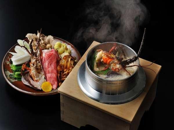 【夕食イメージ】焼き石を入れ、出汁が煮立ち、芳醇な香りが広がる「伊勢海老と牛ロースの龍神鍋」