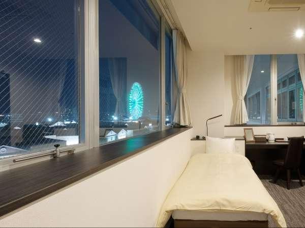 窓際のお部屋ではプレジャータウンシークルの観覧車も。美しい夜景をご覧頂くこともできます。