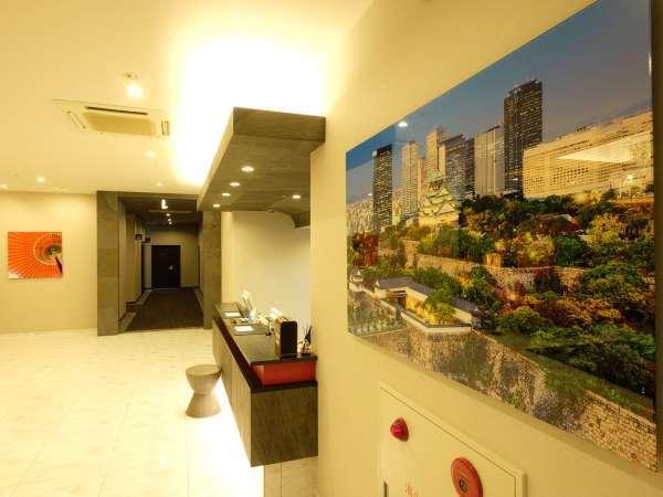 ホテル内には様々な絵画を設置。目でも楽しめる環境をご提供しています。