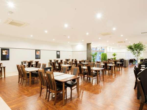 1Fにはレストラン「RINKU」。全席88席。様々なお食事をご用意しております。