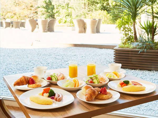 ブッフェダイニング ポルト バラエティ豊かなブッフェ朝食をお楽しみください