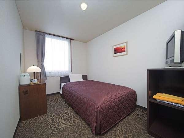 【シングルルーム】セミダブルベッド使用なのでゆったりお休みいただけます。