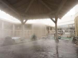 ナトリウム-塩化物泉の露天風呂は湯冷めしにくいと評判です。