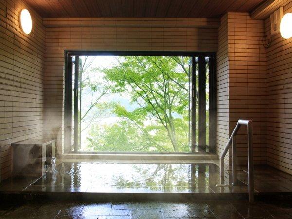 【大浴場】強羅温泉の源泉かけ流し。天然温泉をリーズナブルにお楽しみいただけます。