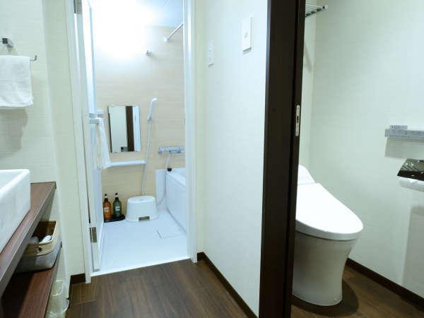 【ツイン】お風呂とトイレはセパレートのタイプ。快適なバスタイムをお愉しみください。