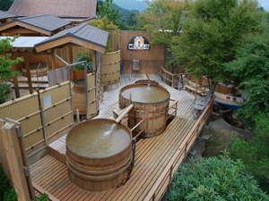源泉掛け流しの露天風呂は、男女合わせて16種類
