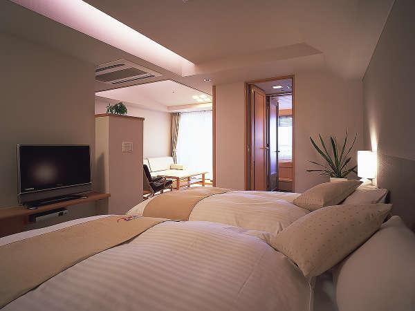 【露天風呂付き客室】2ベッドの他にソファベッドを加え、最大3名様迄ご宿泊頂けます。