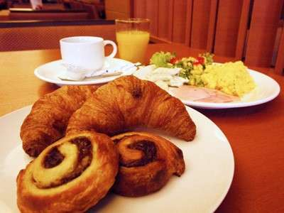 朝食で焼きたてのクロワッサン・デニッシュをご用意いたしております!