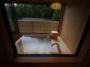 今心亭3階客室「駒草」74平米