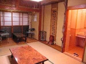 トイレ、洗面所付7畳半和室、07年リニューアルの和室です。
