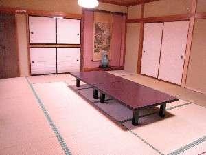 ご家族、グループ利用に最適なちょっと広めの15畳和室