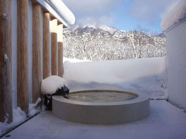 雪の中のテルマエロマエ。貸切温泉で身も心も癒してはいかがですか??