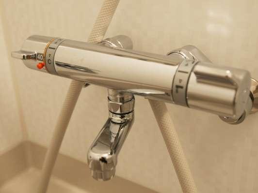 サーモスタット付シャワー水栓。熱いお湯が急にでなくて安心です♪