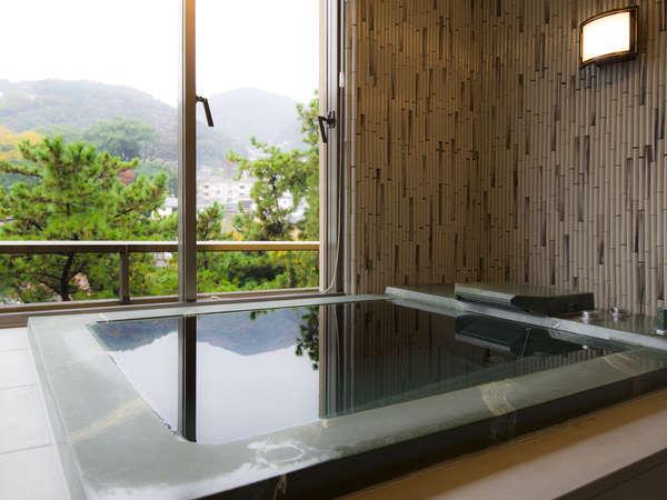 ■「本館 特別室」景色を眺められる内風呂