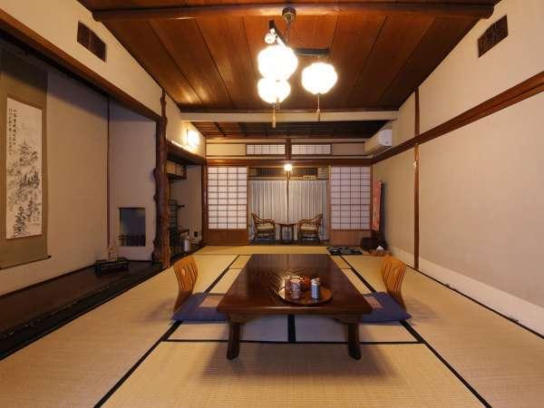 有形文化財の宿 客室は全て早川渓流を望むことができます(写真は一例)