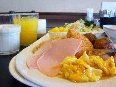 朝の活力!無料バイキング朝食。和洋食の手作り朝ごはん…サラダやデザートもご一緒に。