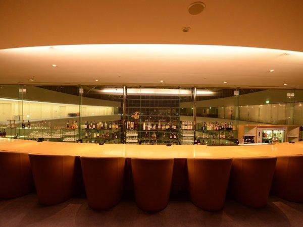 本館13階バー「アモーレ」で有意義な時間をお過ごし下さい。
