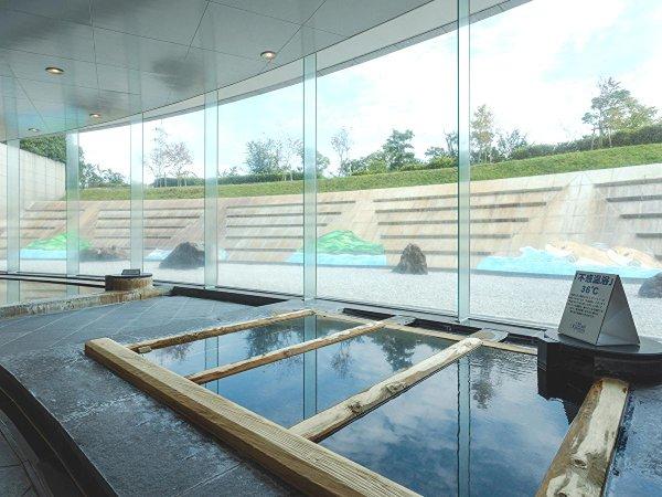 ホテル直下1,050mの源泉を持つ温泉大浴場。旅の疲れを心と体から癒します。