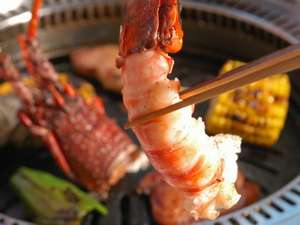 伊勢エビグリル料理例、熱々のプリプリをガブリとどうぞ