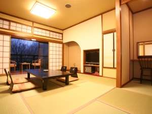 【特別室りんどう】贅沢な広さの特別室は最大8名様までお入りいただくこともできます。