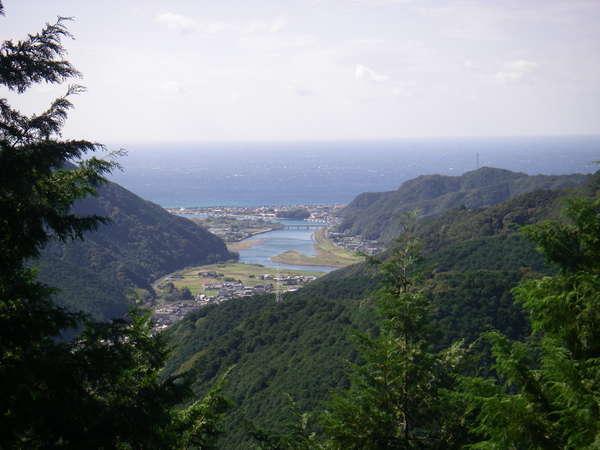 熊野古道(仏坂)からの日置川河口付近